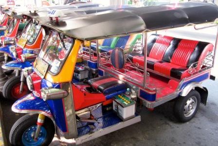 Будьте бдительны с водителями местного транспорта Тук-Тука