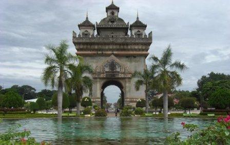 Триумфальная арка Вьентьяна